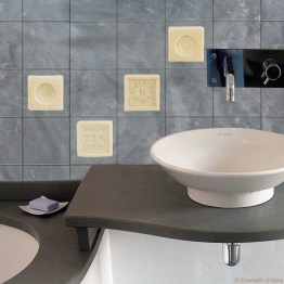 http://www.wallsweethome.fr/fr/stickers-deco/stickers-carrelage/savons/