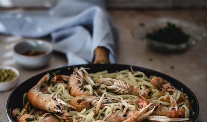 Garlic butter white crayfish linguine