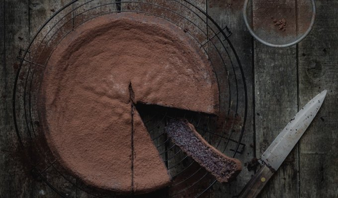 Flourless cacao cake with coconut oil