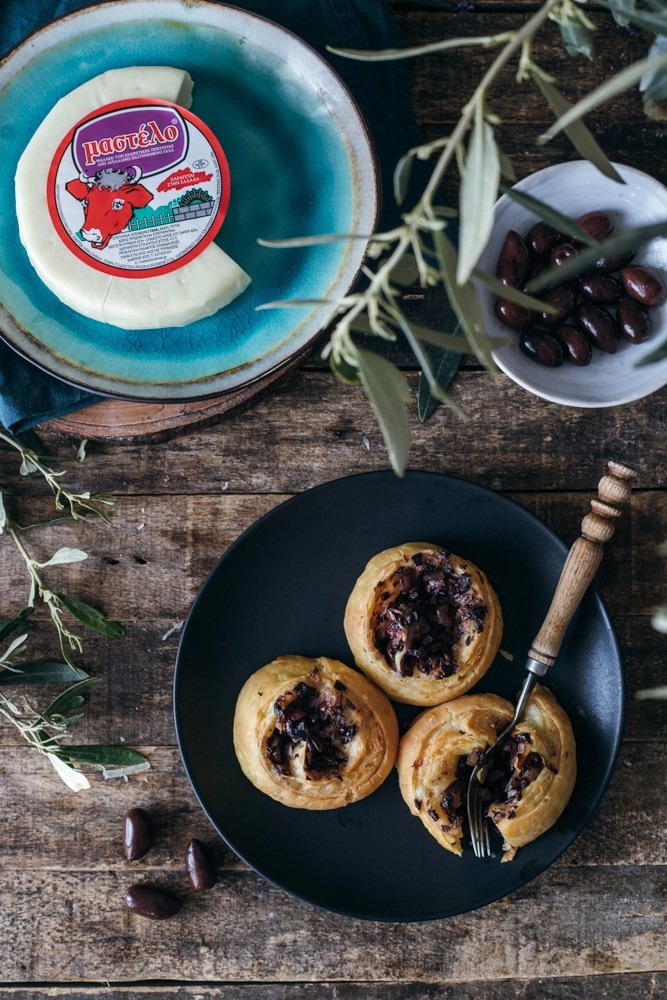 Mini pies with olives