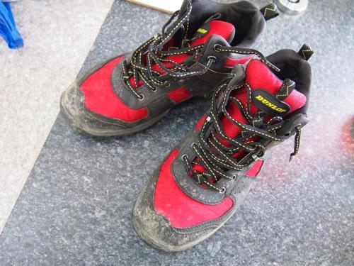 泥だらけのスニーカーはこれで楽ちん!コインランドリーのスニーカー洗濯機がいい感じだった!