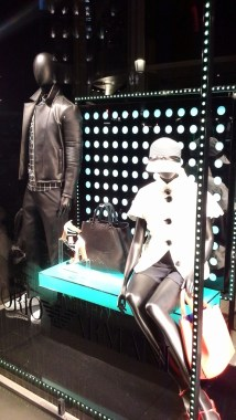 EMPORIO ARMANI ESCAPARATE PASEO DE GRACIA TEVIAC ESCAPARATISMO EN BARCELONA www.teviac.wordpress.com #marketingonline #escaparate #comercial #tendencia #armani (1)