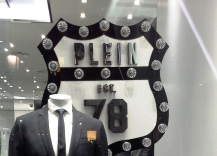 PHILIPP PLEIN ESCAPARATE PASEO DE GRACIA TEVIAC ESCAPARATISMO EN BARCELONA ENERO 2015 MARKETING ON LINE www.teviac.wordpress (4)