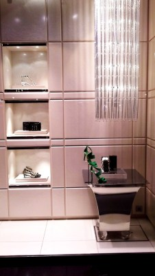 JIMMY CHOO ESCAPARATE BARCELONA LUXE www.teviacescaparatismo.com (1)