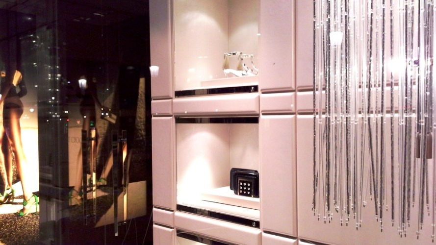 JIMMY CHOO ESCAPARATE BARCELONA LUXE www.teviacescaparatismo.com (4)