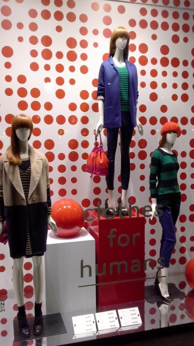 benetton-escaparate-paseo-de-gracia-www-teviacescaparatismo-com-www-benetton-com-escaparatelover-window-vetrina-1