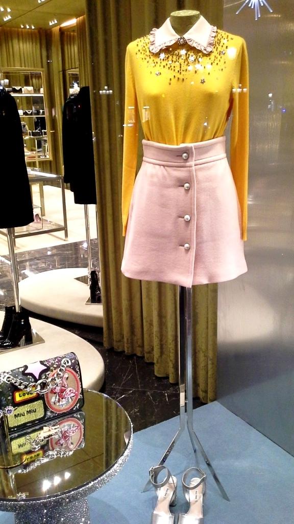 miu-miu-escaparate-paseo-de-gracia-window-vetrina-aparador-window-display-trend-fashion-moda-shopping-luxe-barcelona-teviac-8