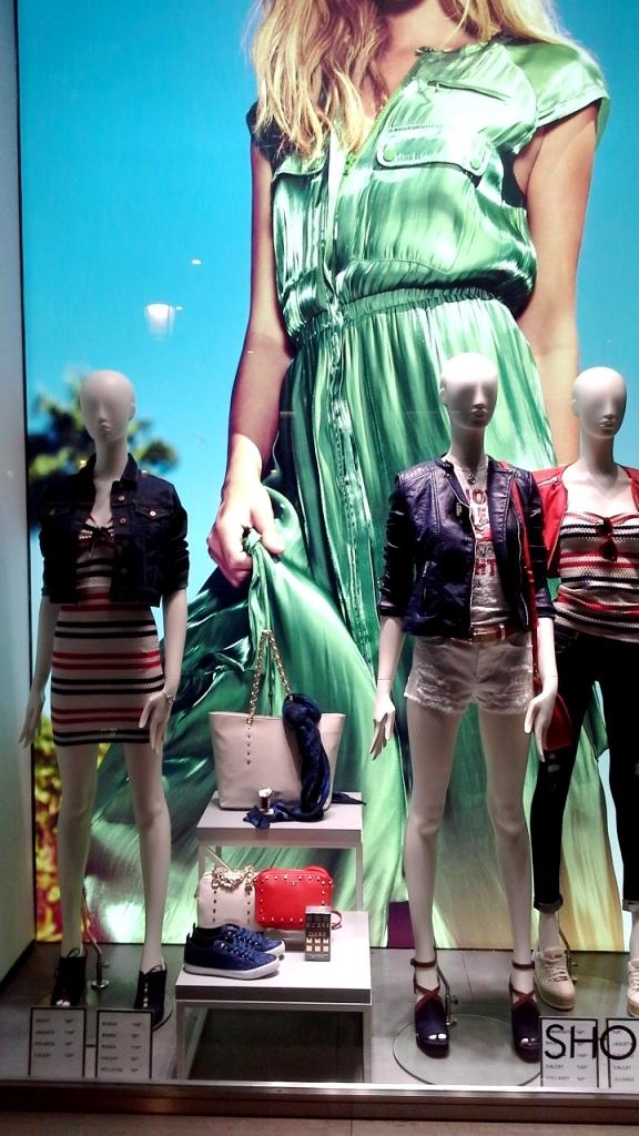 GUESS ESCAPARATE BARCELONA ABRIL #guess #escaparatelover #escaparatismobarcelona #escaparatebarcelona #trend #fashion #moda (2)