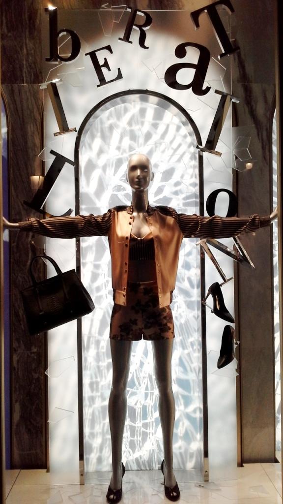 #laperla #escaparatebarcelona #escaparatismobarcelona #paseodegracia #shopping #luxe #moda #trend #tendencia #fashionista #blog #escaparatelover (1)