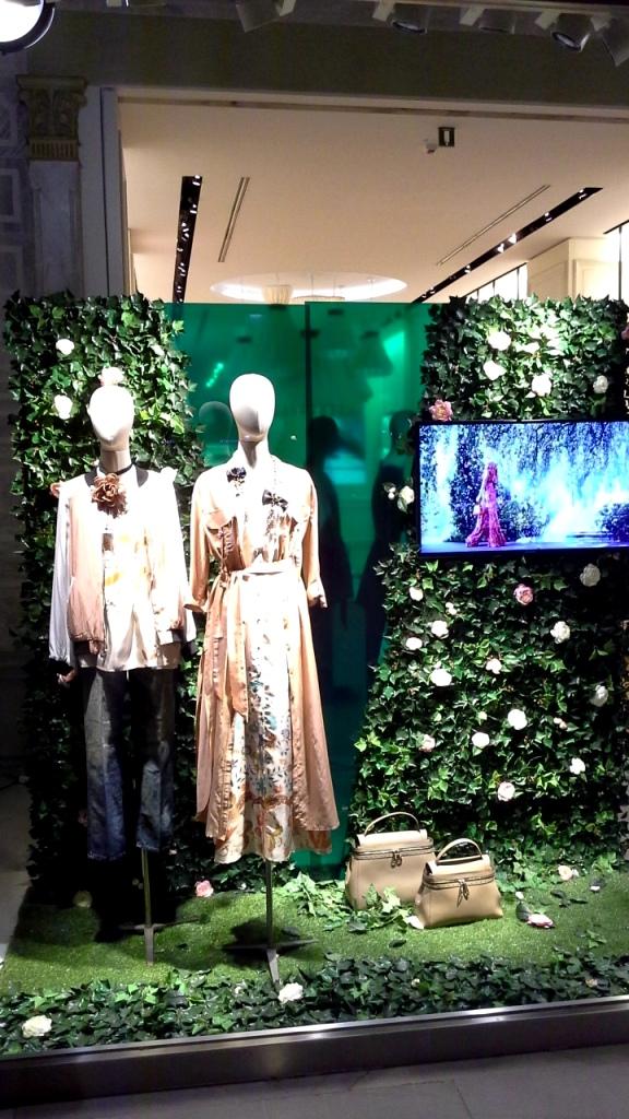 #twinset #twinsetsimonabarbieri #escaparatebarcelona #escaparatismobarcelona #escaparatelover #shopping (1)