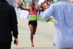 Mare Dibaba successfully defends her Xiamen title as both course records fall | iaaf.org