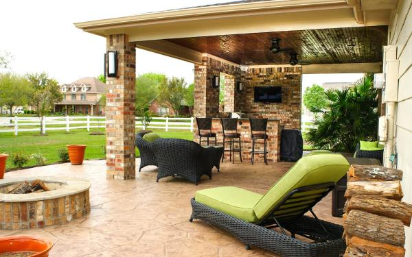 outdoor kitchen covered patio Patio Cover & Outdoor Kitchen in Pearland Estates - Texas
