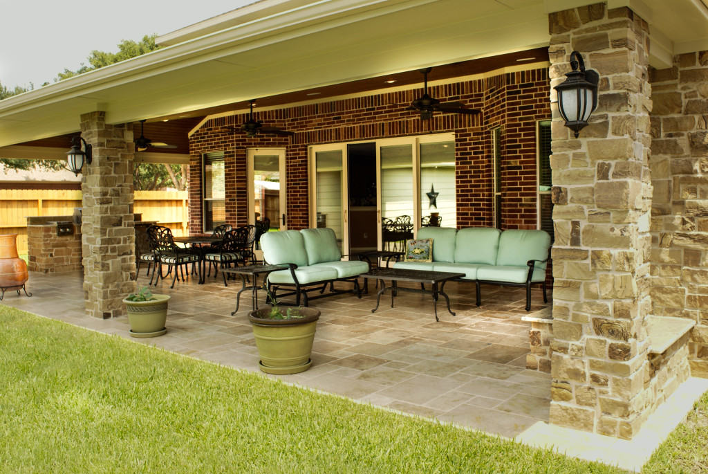 Outdoor Living Room in Katy - Texas Custom Patios on Covered Outdoor Living Area id=32693