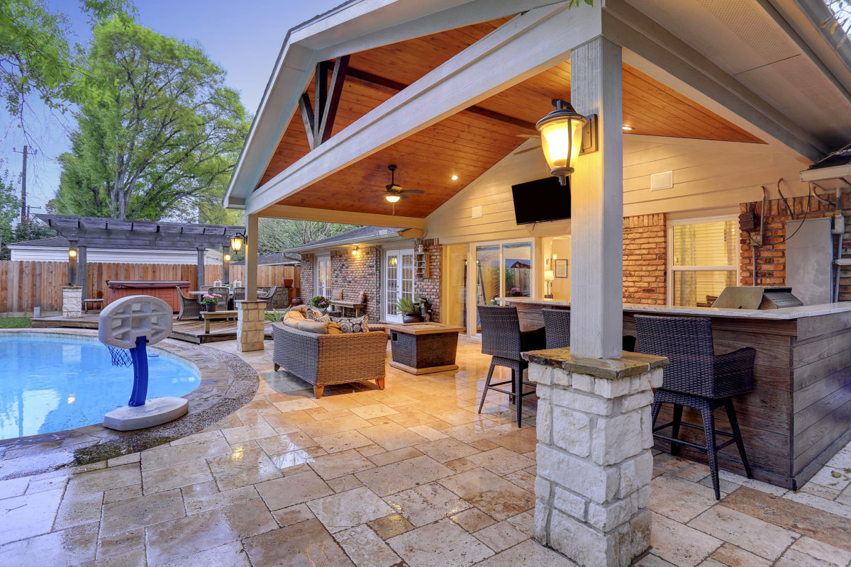 Outdoor Living Room in Walnut Bend Area - Houston - Texas ... on Covered Outdoor Living Area id=47905