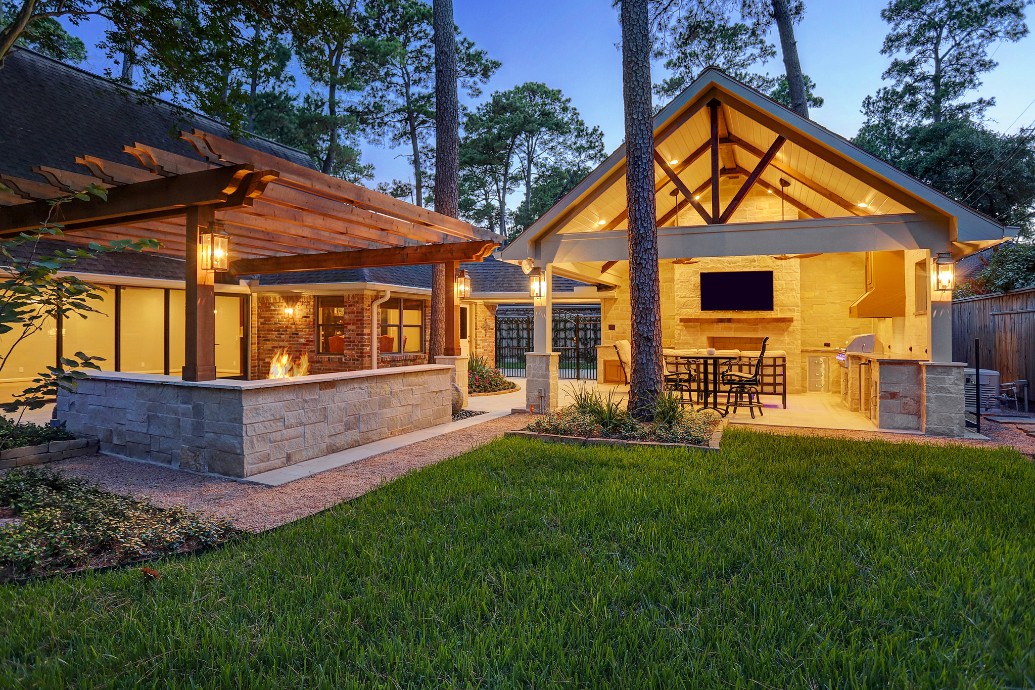 Contemporary Pergola and Outdoor Living Room in Memorial ... on Covered Outdoor Living Area id=95377
