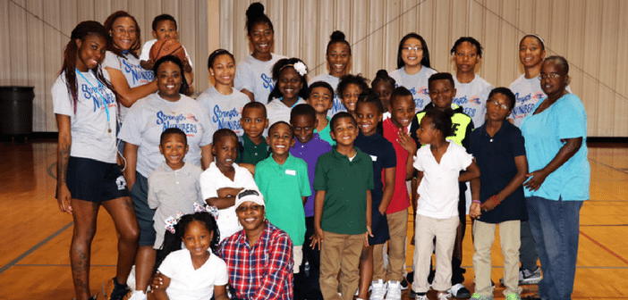 Lady Roadrunner Basketball Team Mentors Hope Center Students