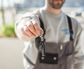 dallas fort worth locksmith handing over keys to customer