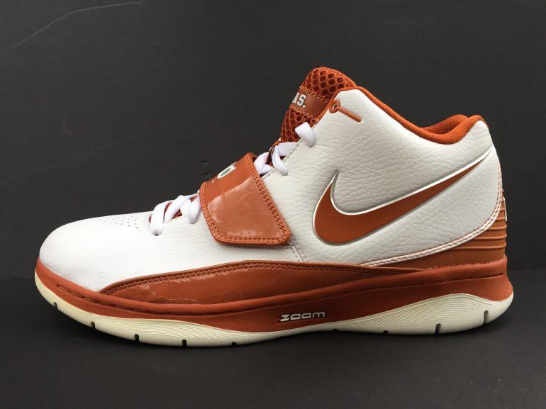 académico atlántico Cooperación  The Ultimate Guide to Kevin Durant Texas Longhorns Sneakers