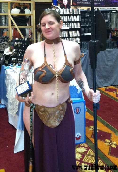 Slave Leia in action
