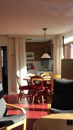 Esstisch mit Blick in Küche