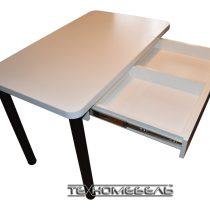 Кухонный стол с выдвижным ящиком белого цвета