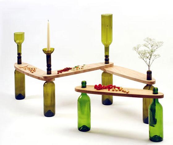 Τραπέζι κατασκευασμένο από ξύλο και γυάλινα μπουκάλια6
