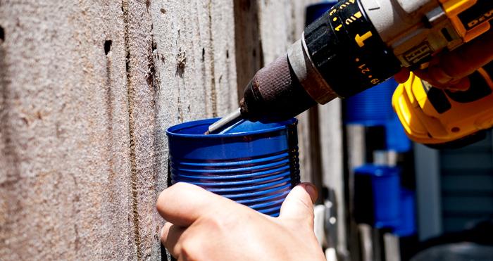 Diy γλάστρες στο φράχτη από κουτάκια4