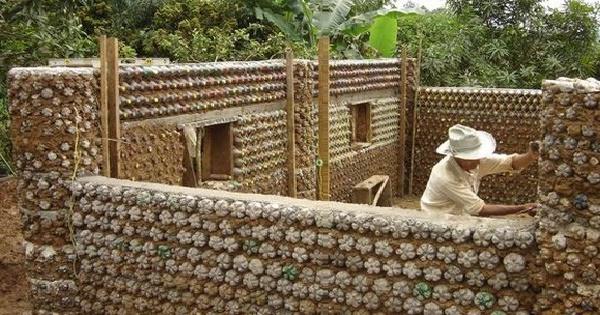 σπίτια από πλαστικά μπουκάλια1