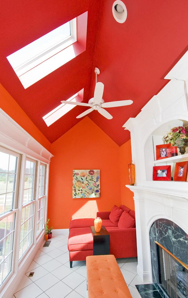 Χρωμάτα που κάνουν το Πορτοκαλί να δείχνει τέλειο με έντονα κόκκινα