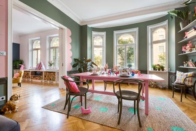 Έντονα χρώματα σε ένα καταπληκτικό σκανδιναβικό διαμέρισμα2