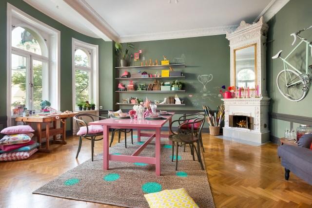 Έντονα χρώματα σε ένα καταπληκτικό σκανδιναβικό διαμέρισμα3