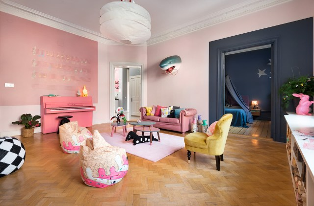 Έντονα χρώματα σε ένα καταπληκτικό σκανδιναβικό διαμέρισμα5