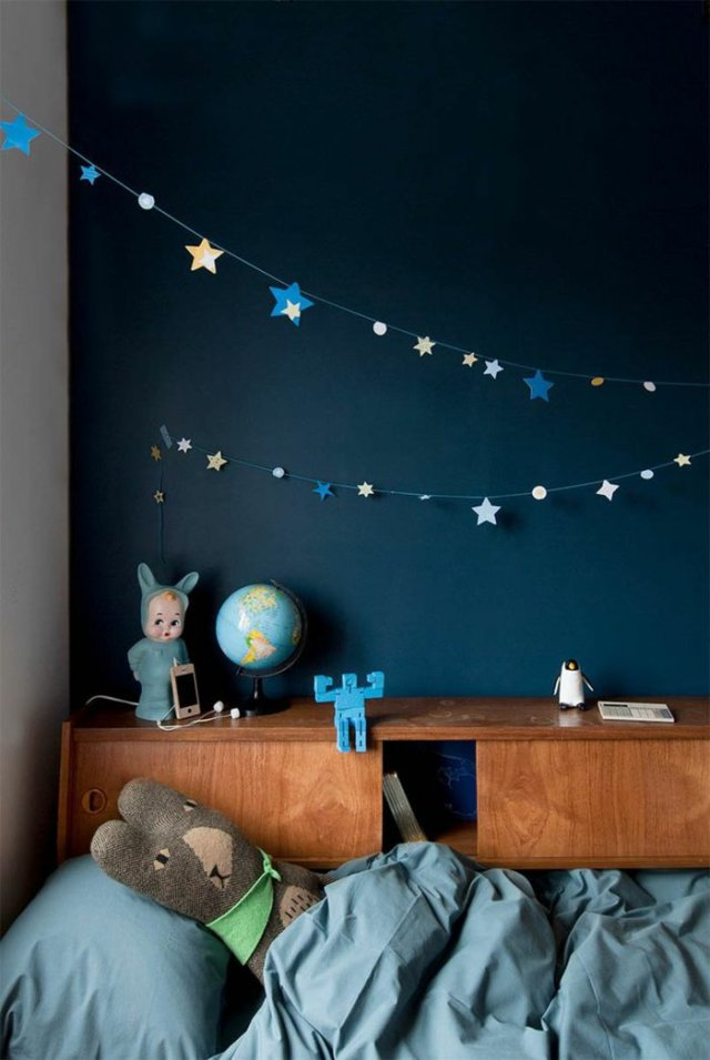 wall decoration ideas in dark shades7