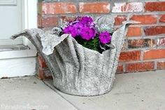 DIY γλάστρες από παλιά ρούχα και τσιμέντο (11)