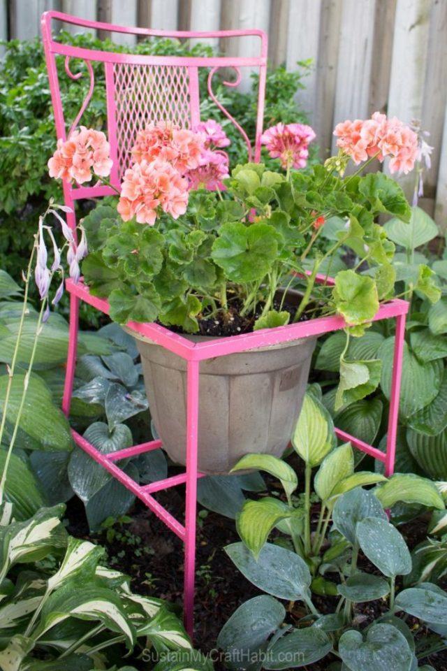 παλιές καρέκλες σε γλάστρες κήπου15