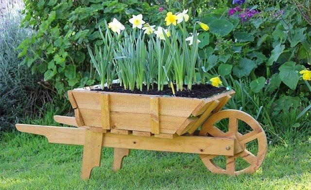ξύλινα καρότσια κήπου4