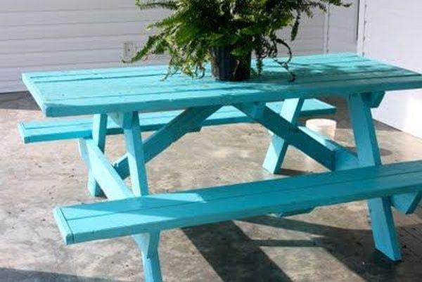 ζωγραφισμένα τραπέζια για τον κήπο11