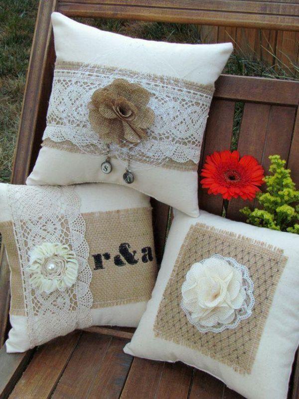 μαξιλάρια από λινάτσα και δαντέλα9