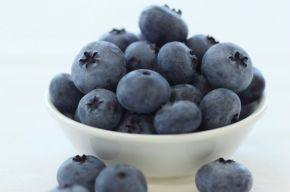 blueberries-in-small-bowl