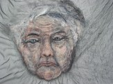 Vrouw op transparante doek