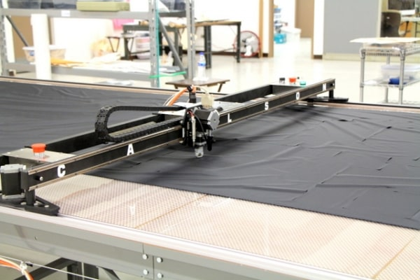 Fabric cutting plotter