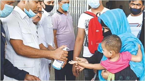 hand sanitize of garment worker