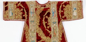 Image 1 (left). Dalmatic (detail), Anonymous, Italian, ca. 1450–75, Orphreys, embroidery, silk and metallic thread on linen plain weave, vel- vet, 104.1 x 111.8 centimeters, Detroit Institute of Arts, Gift: Mr. and Mrs. Edgar B. Whitcomb. N° 37.56