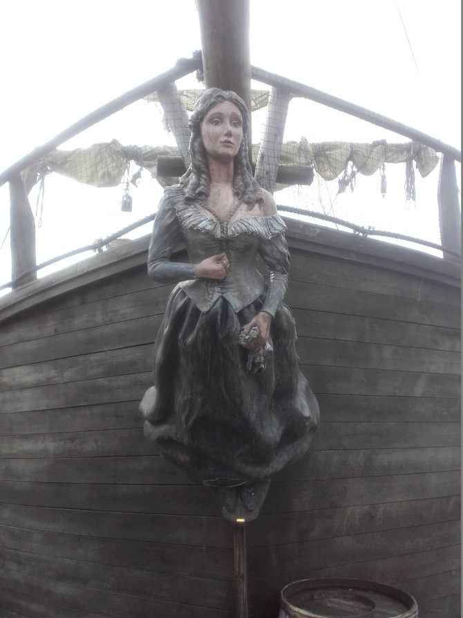 galleon-figure