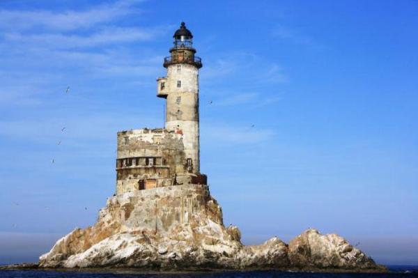 Атомный маяк на Сахалинском побережье