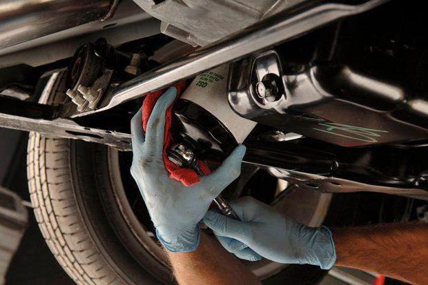 Как поменять масляный фильтр? Замена масла и масляного фильтра в автомобиле