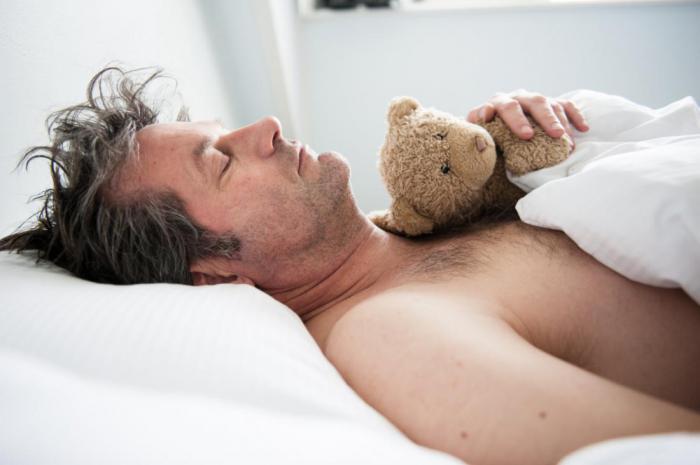 Почему мужчины первыми засыпают после секса?
