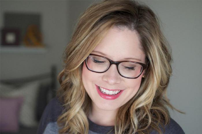 Носите очки? Тогда эти советы по макияжу вам пригодятся