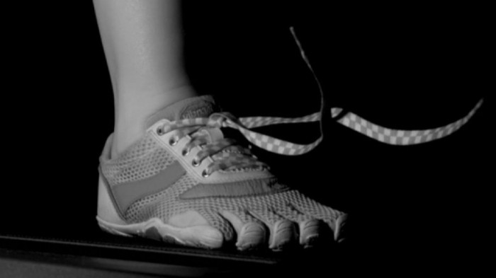 Почему шнурки развязываются, когда вы бежите?
