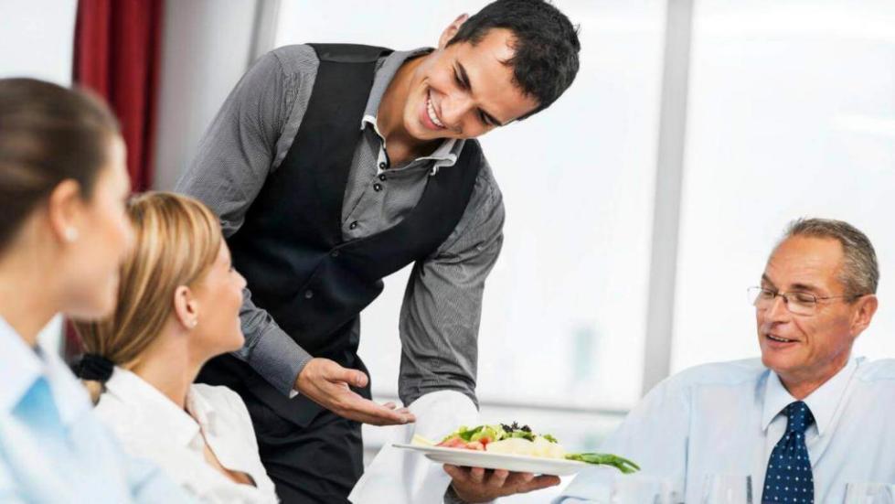 Сколько получают официанты